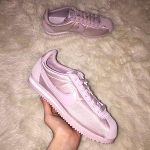 nike classic nylon cortez shoes